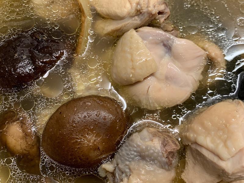 【飛利浦萬用鍋】香菇雞湯