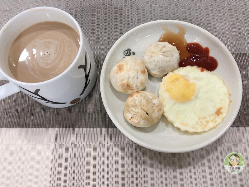 氣炸蒽肉餅與煎蛋~氣炸鍋料理