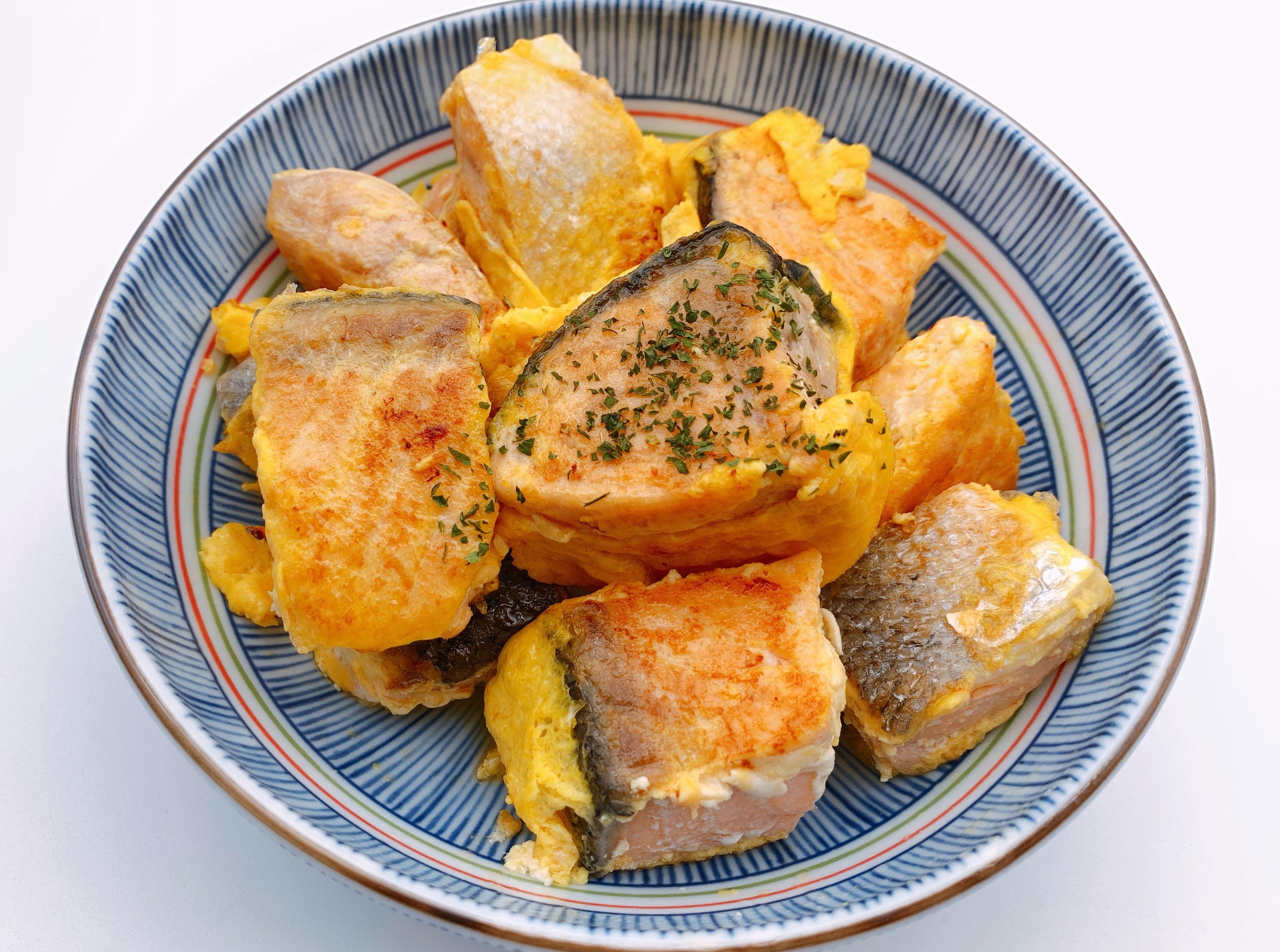 蛋香煎鮭魚