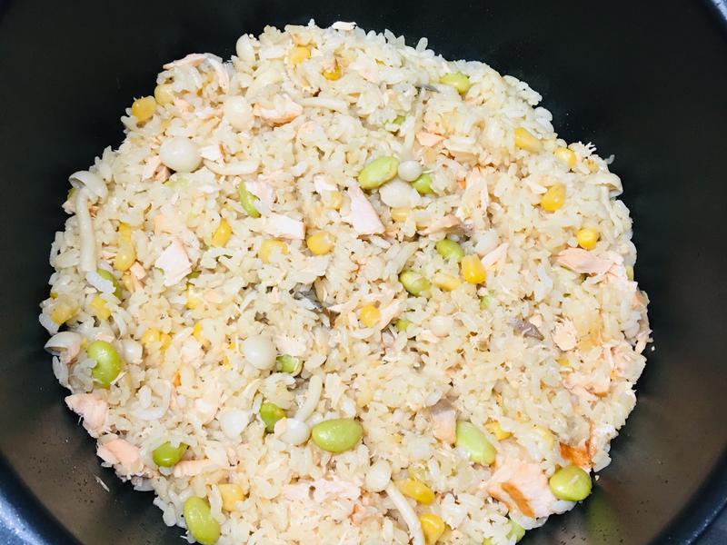 [飛利浦萬用鍋]鮭魚雜菜炊飯 金小萬