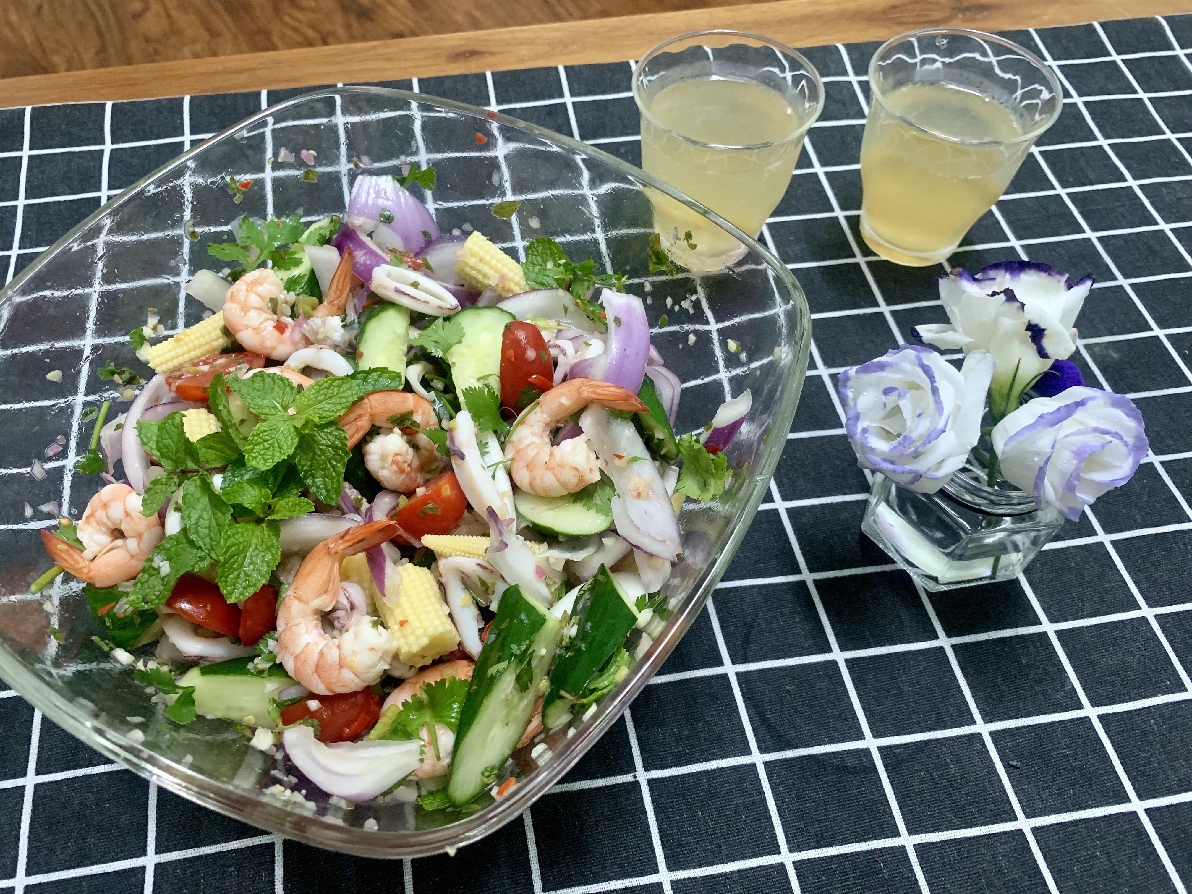 泰式海鮮生菜沙拉