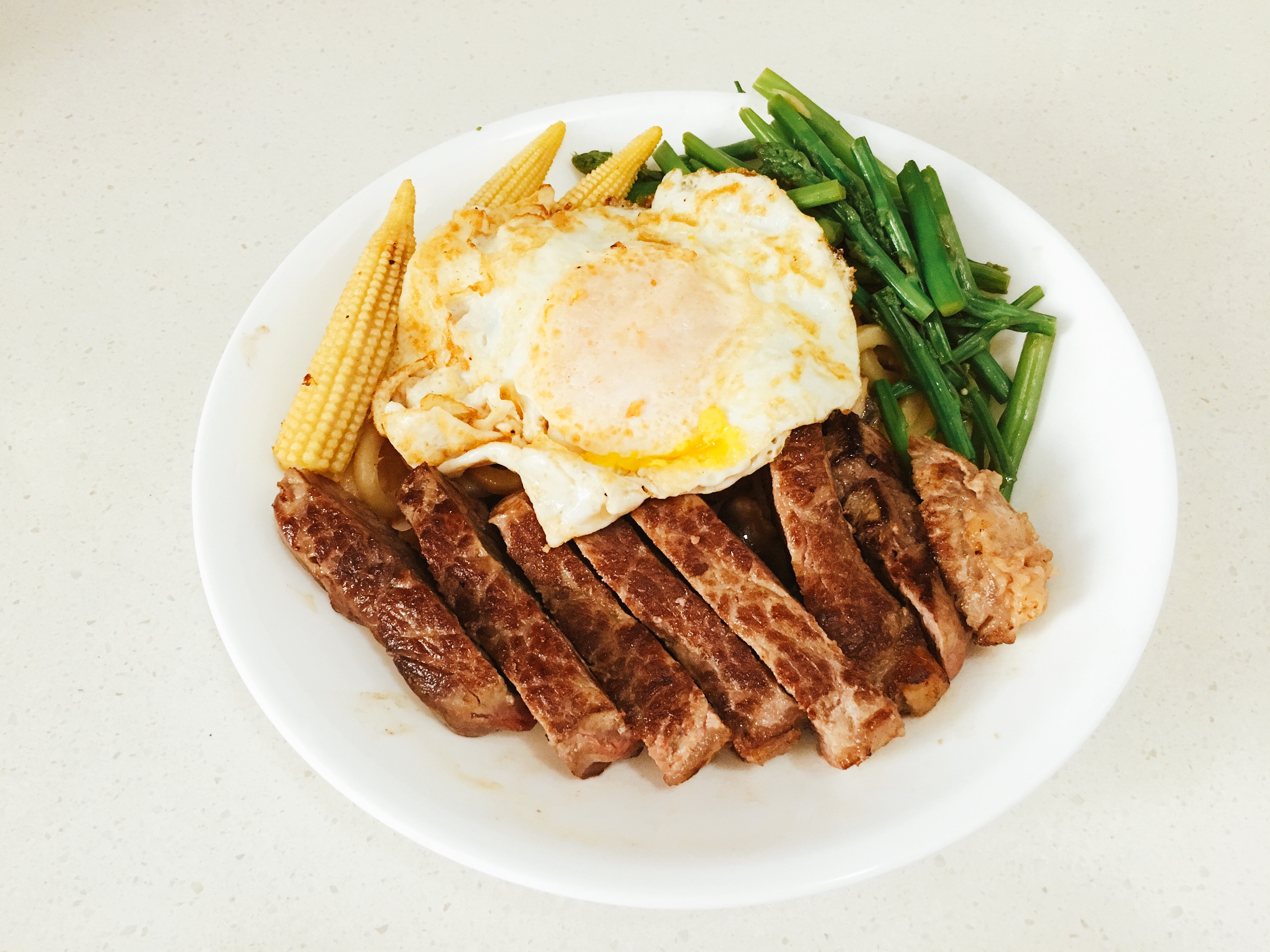 嫩煎牛排炒烏龍麵