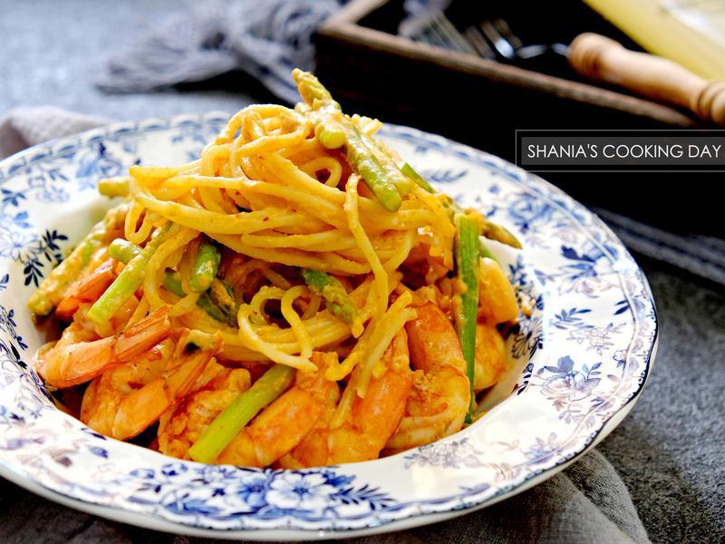 蒜香蝦仁蘆筍白醬義大利麵 - 濃郁好入味