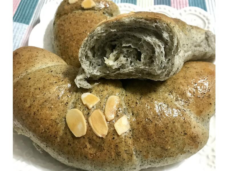 芝麻起士牛角型麵包