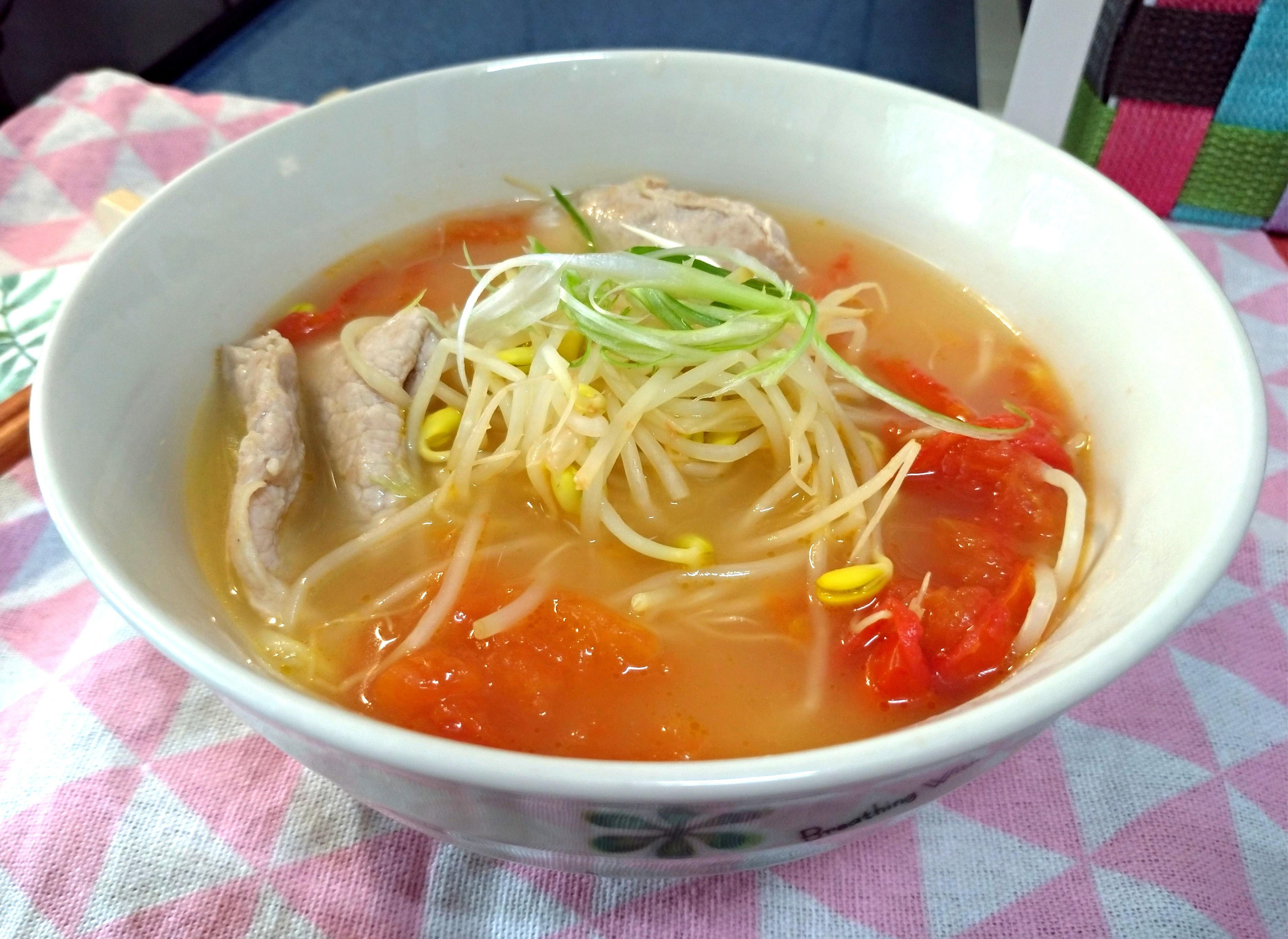 黃豆芽肉片蕃茄湯
