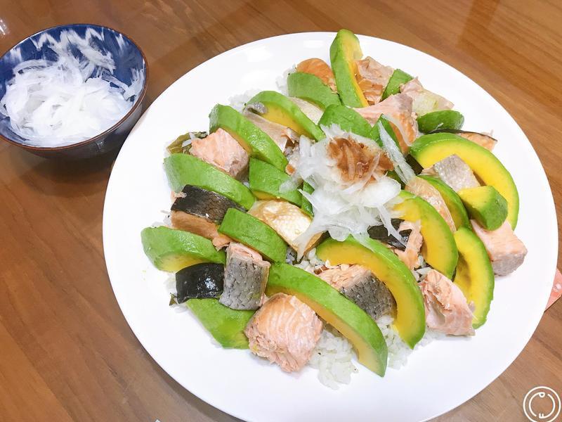 酪梨鮭魚散壽司