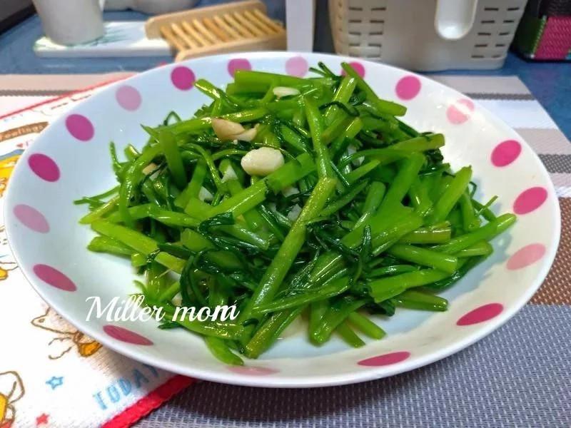 沙茶蒜炒空心菜