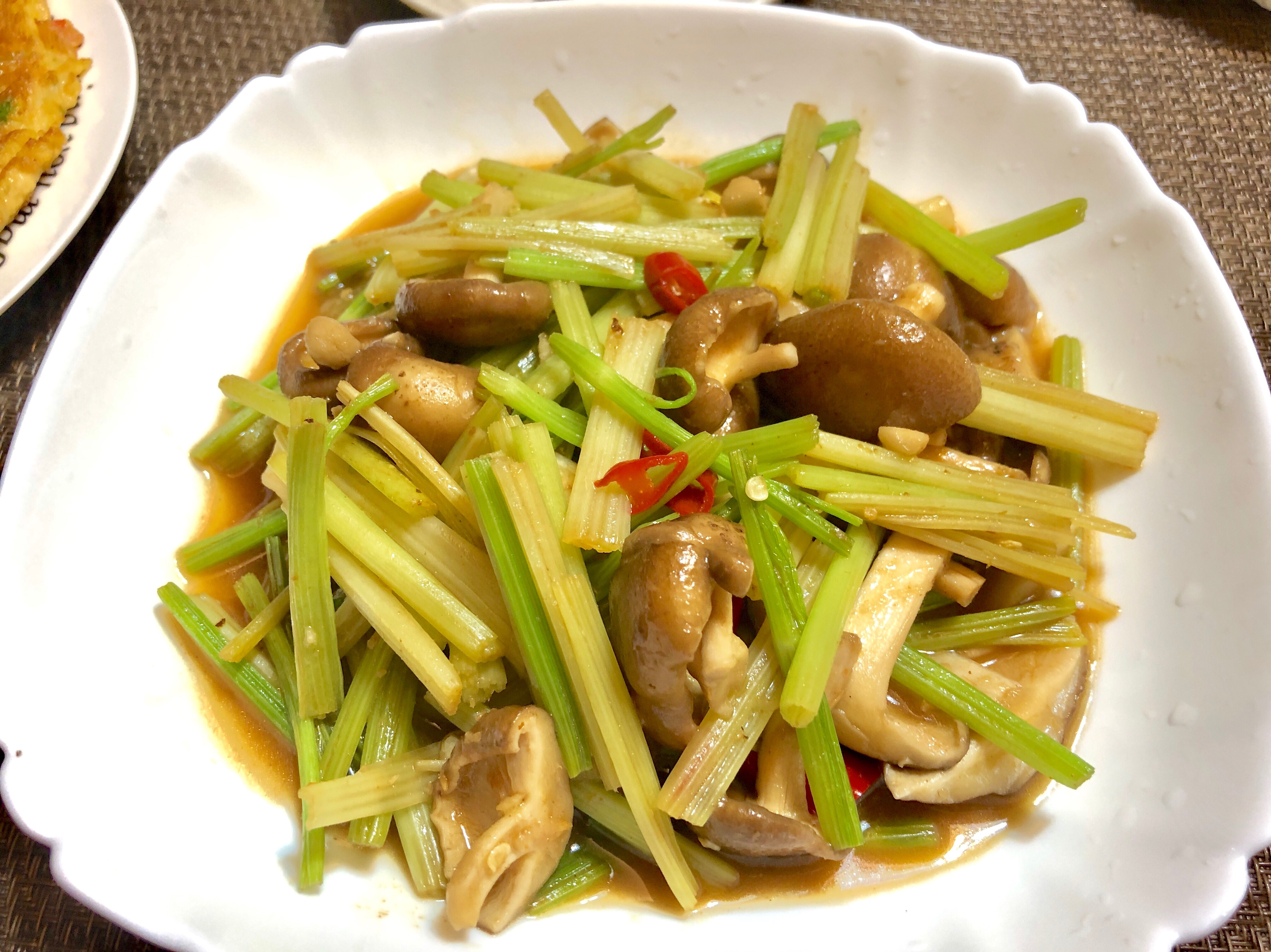 芹菜沙茶鮮菇炒