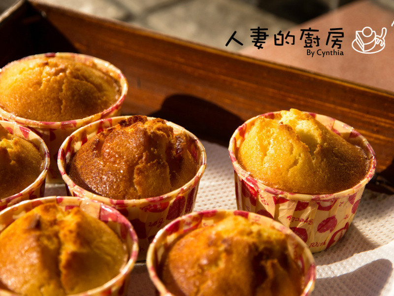 以基本的鬆餅來做蜂蜜柚子杯子蛋糕