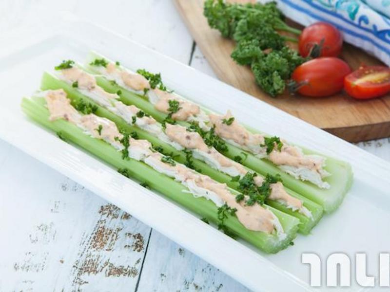 雞肉芹菜沙拉棒