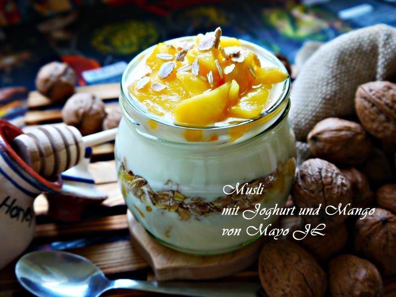 芒果燕麥片優格甜點杯
