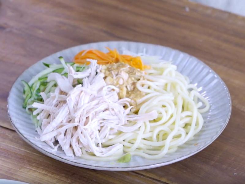 麻醬雞絲涼麵