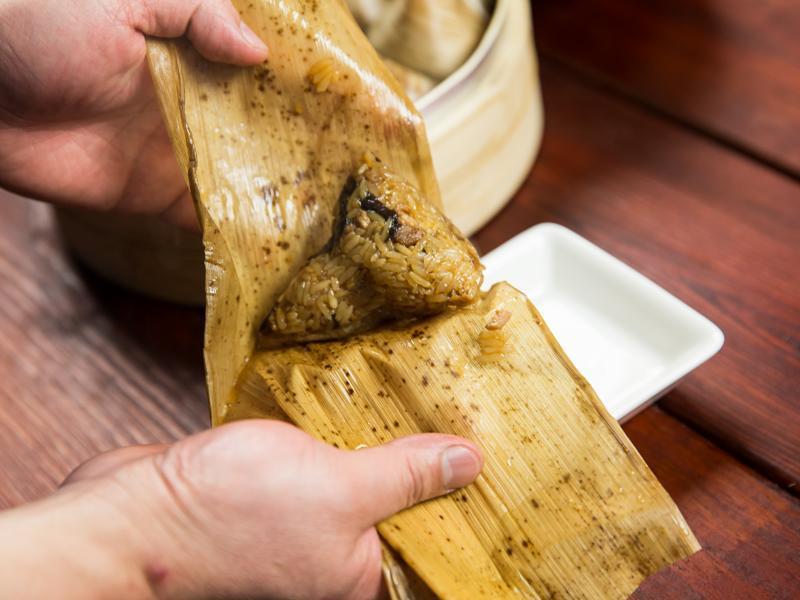 豆油伯缸底醬油-第一次包肉粽就上手