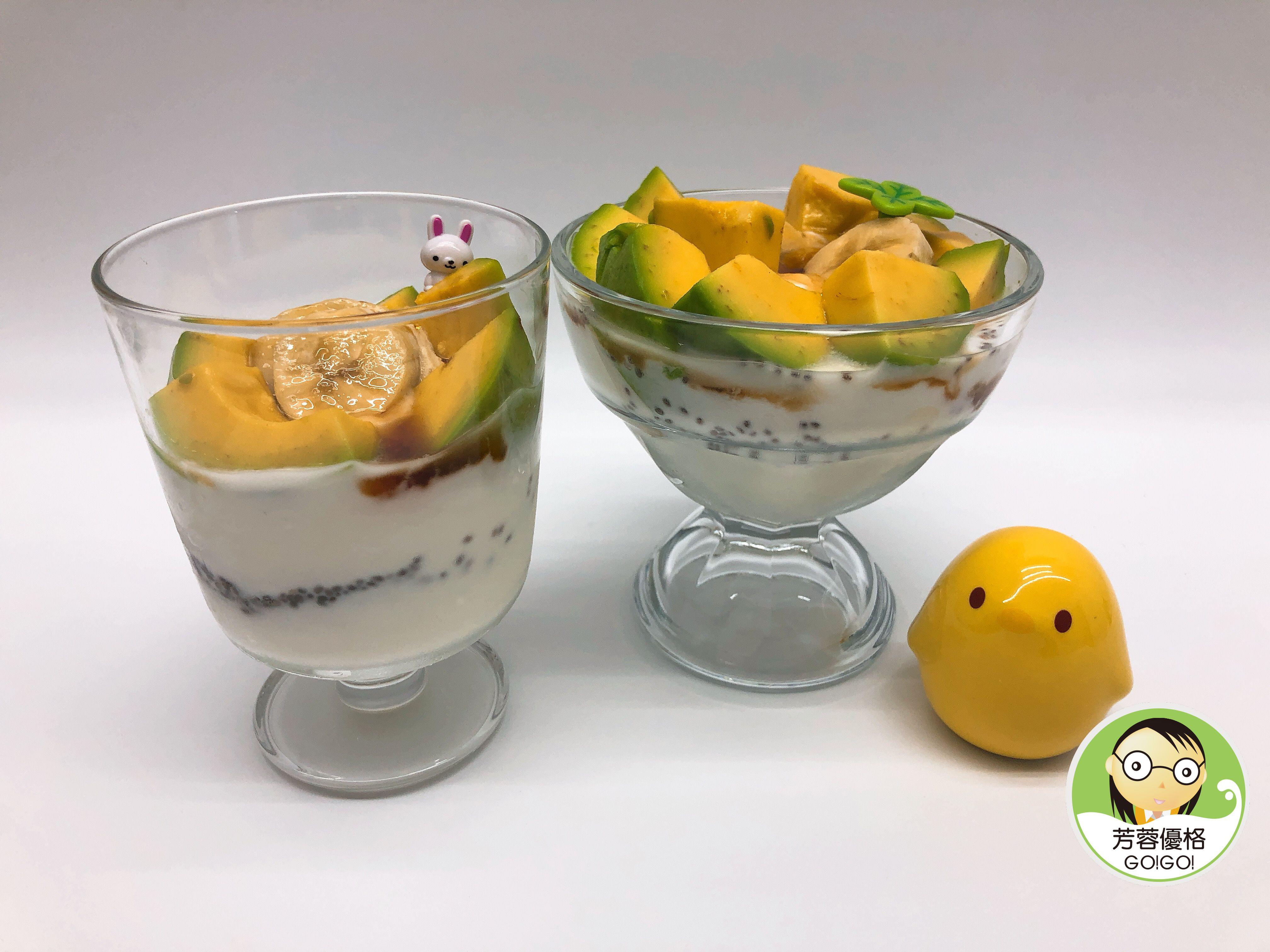 酪梨蕉香優格奇亞籽早餐杯