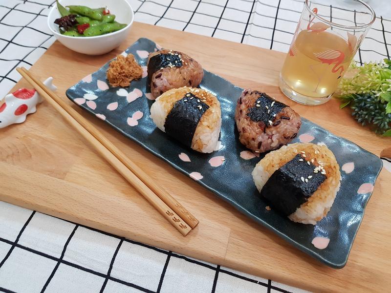 日式肉鬆烤飯糰