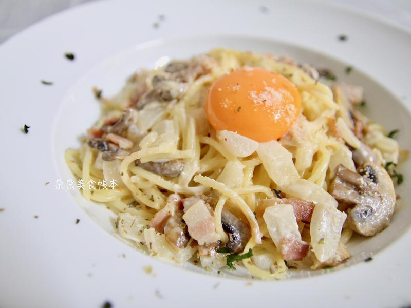 奶油蘑菇培根義大利麵