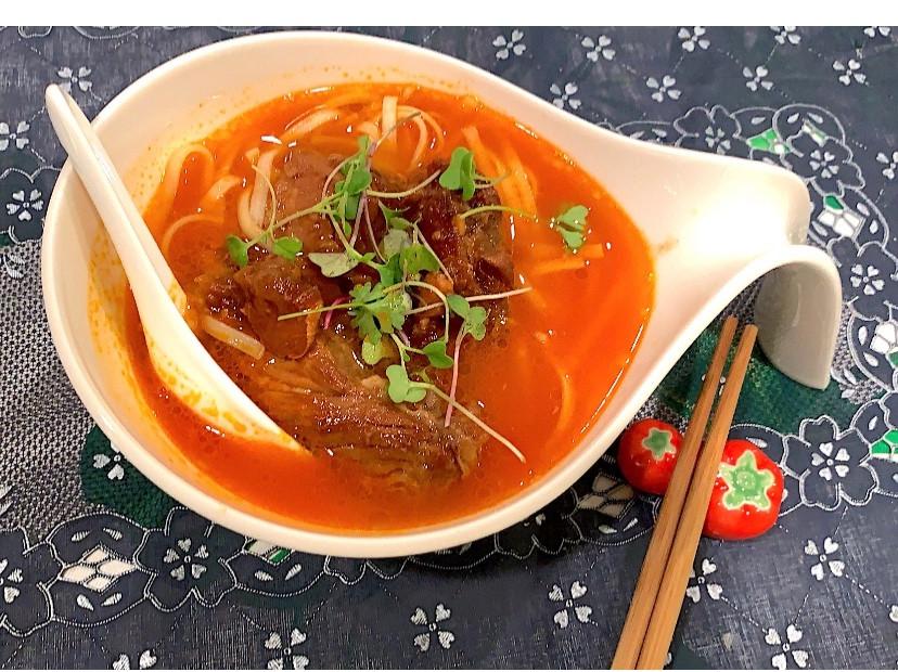 蕃茄濃湯豬軟骨麵
