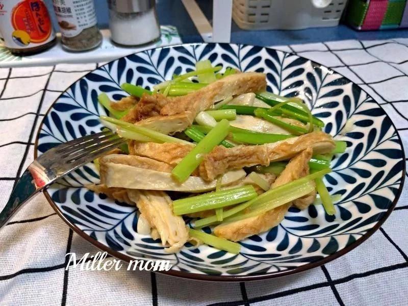 蒜香芹菜炒豆包