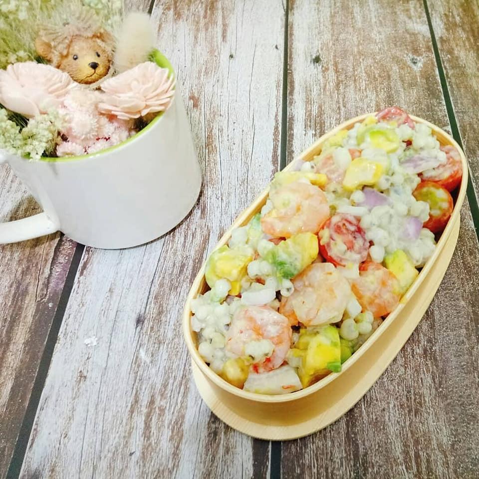 酪梨鮮蝦薏仁沙拉