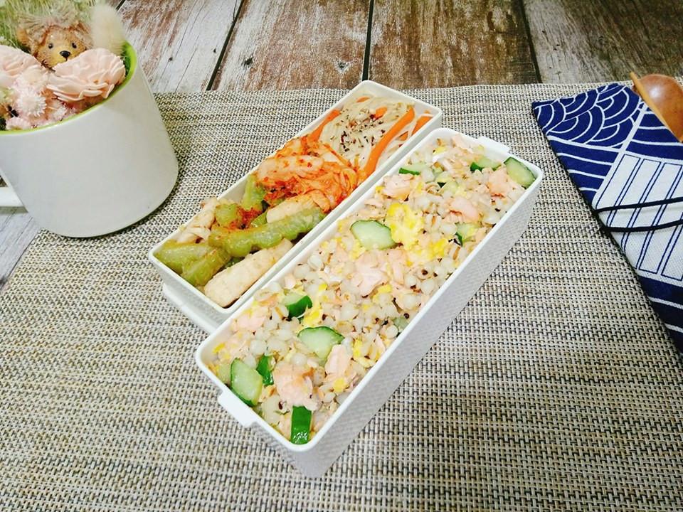 鮭魚小黃瓜薏仁拌飯