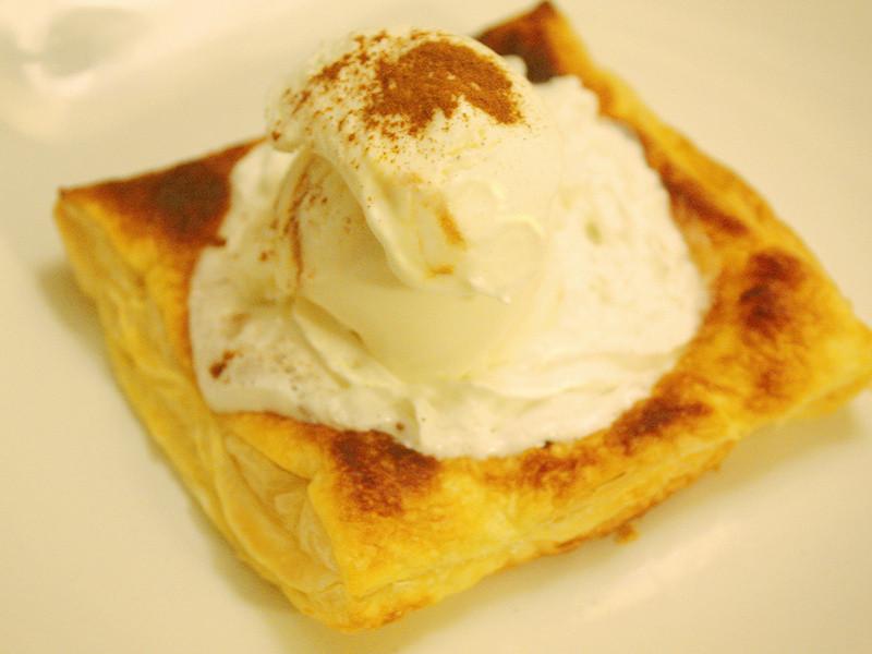 冰淇淋肉桂焦糖蘋果塔