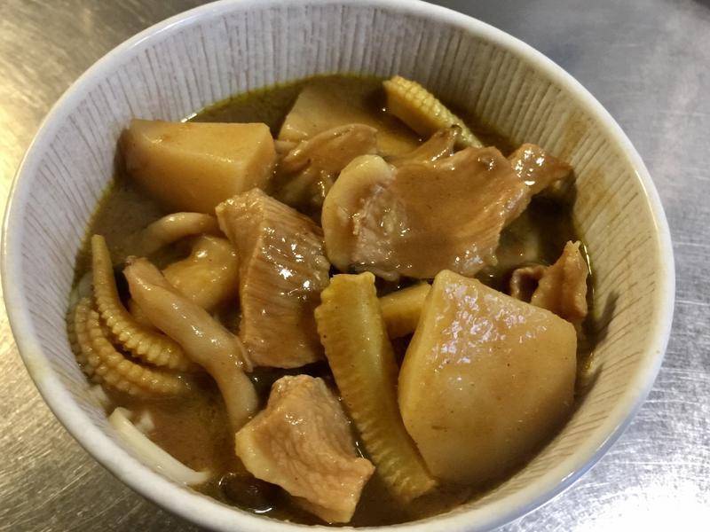 綠咖哩豬頸菜翻天