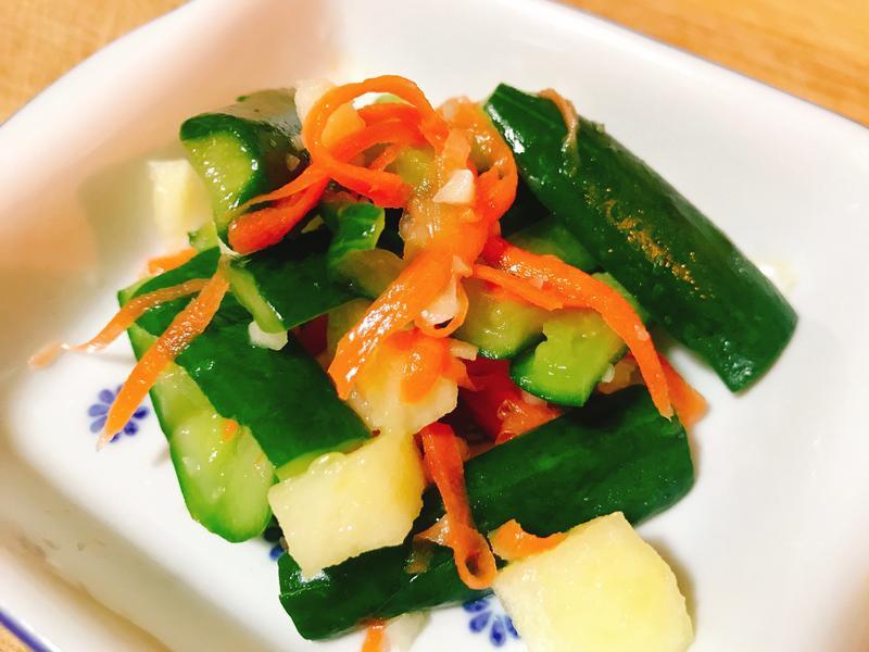 開胃涼菜—蒜香小黃瓜佐蘋果