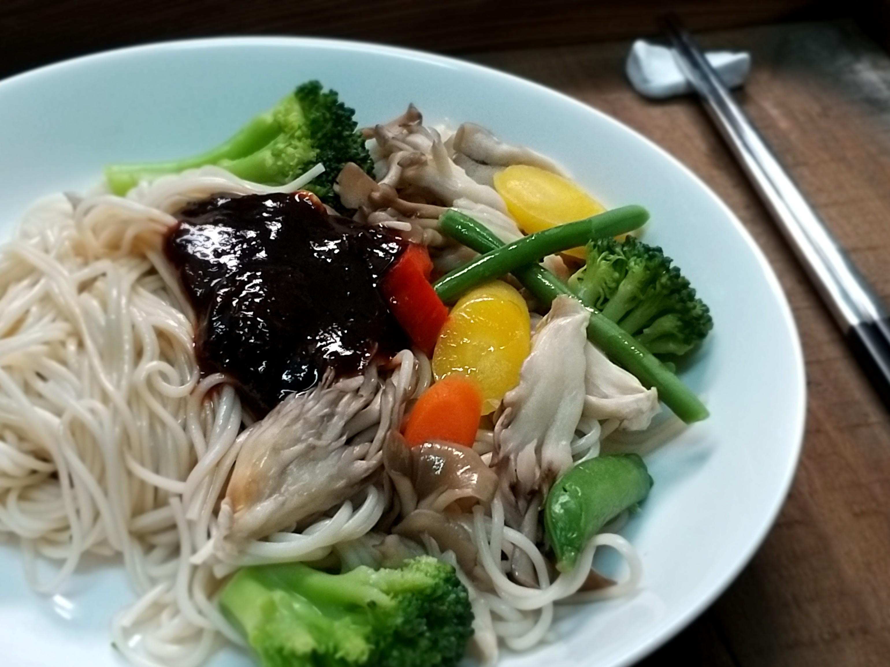 舞菇彩蔬拌麵【好菇道營養料理】
