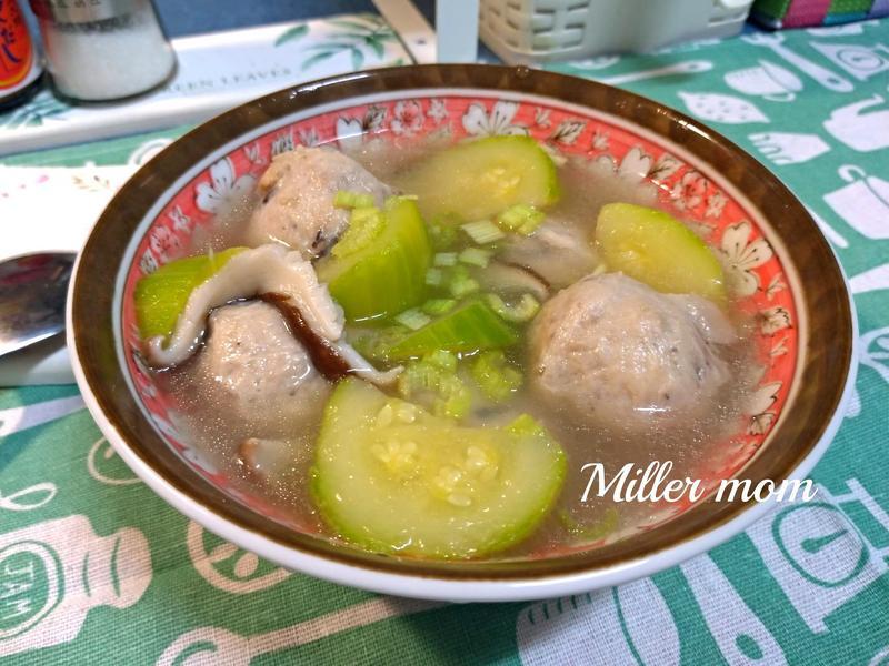 櫛瓜香菇貢丸湯