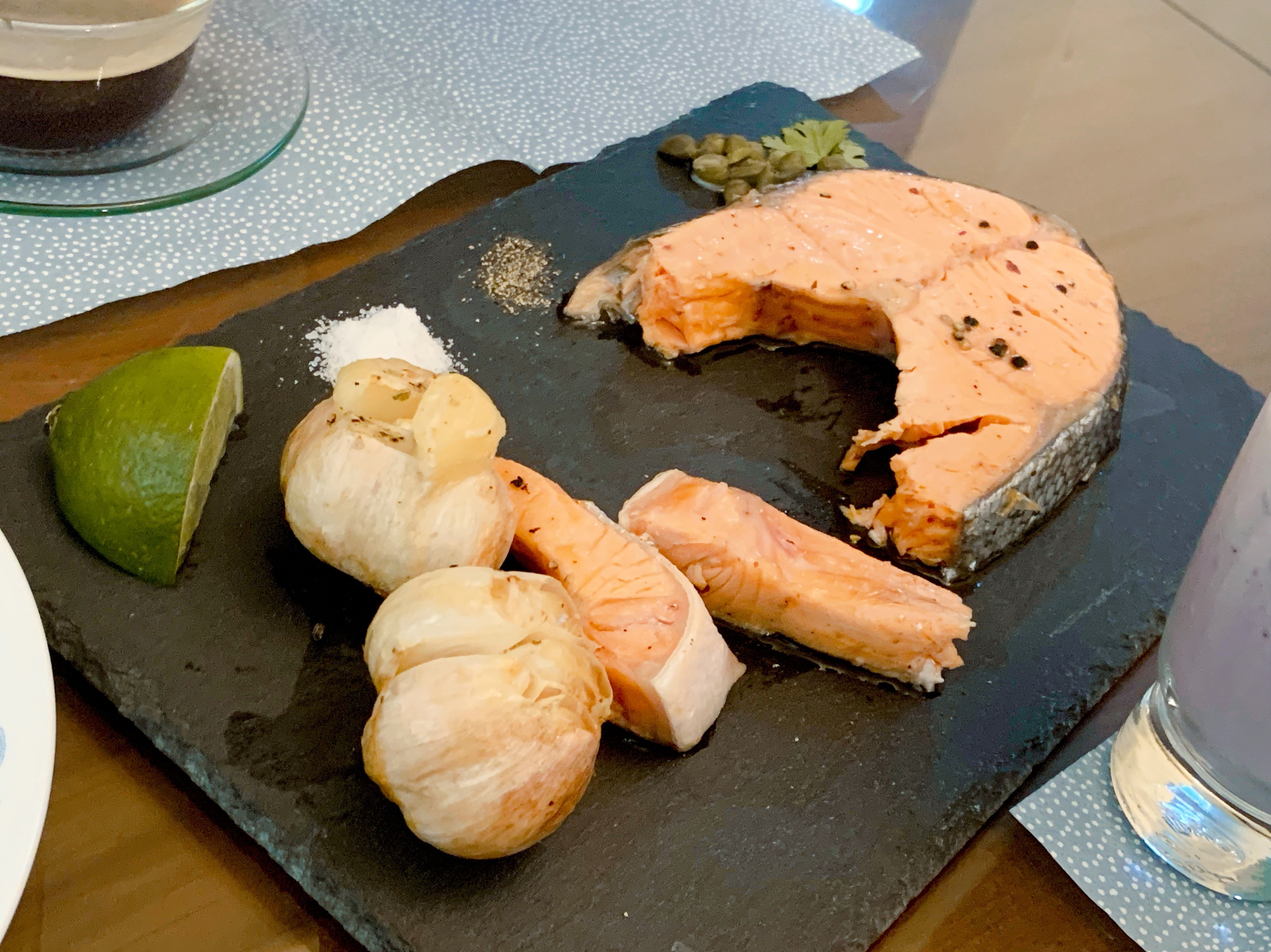 平底鍋🍳版香煎鮭魚 加烤大蒜