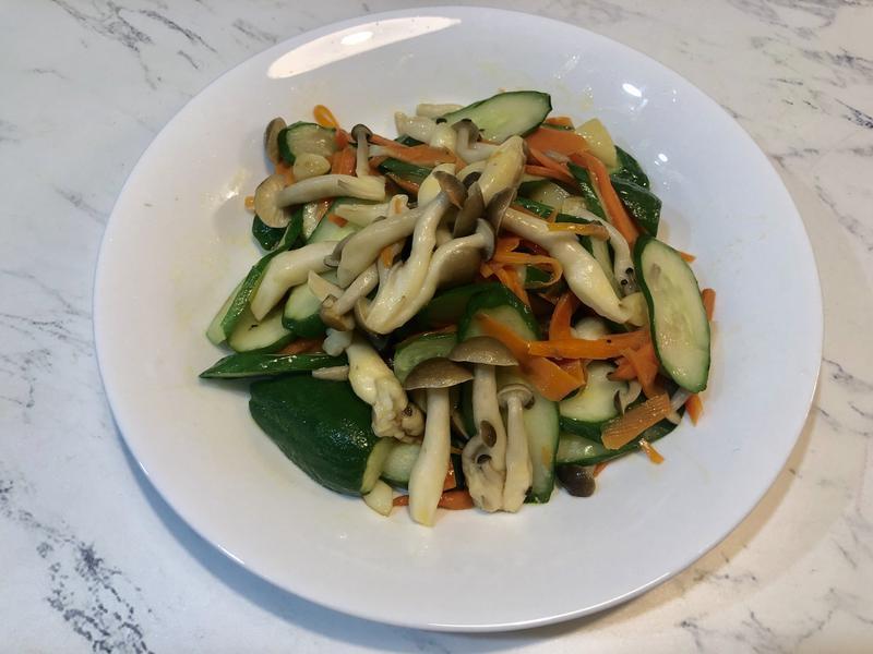 鴻禧菇炒小黃瓜【好菇道營養料理】