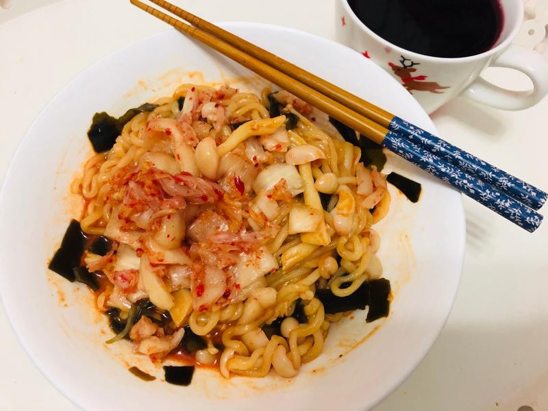 浣熊香辣起司炒菇烏龍麵[好菇道營養料理]