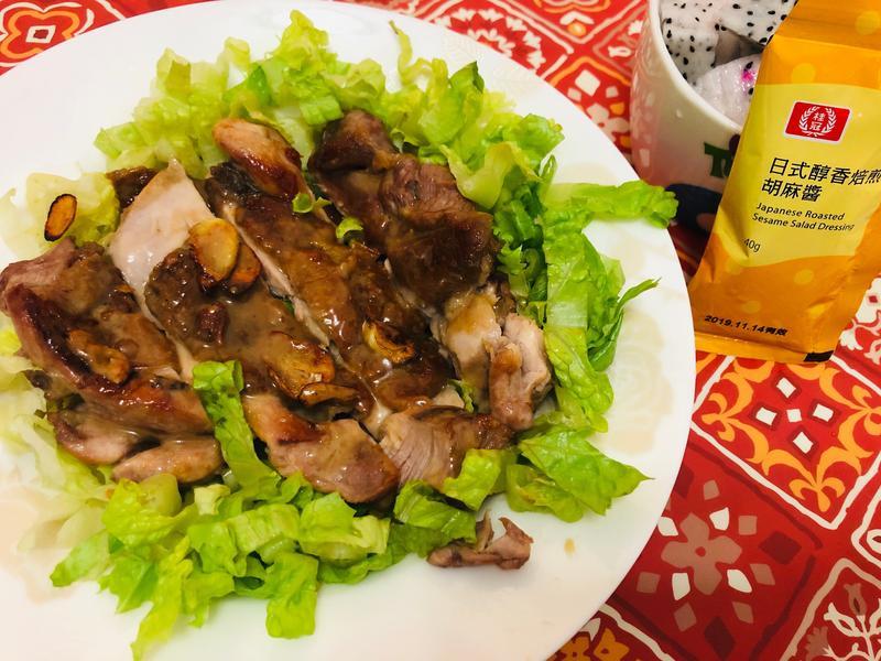 日式胡麻雞腿排沙拉[桂冠日式胡麻醬]