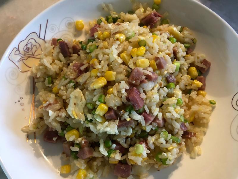蒜苔火腿玉米炒飯