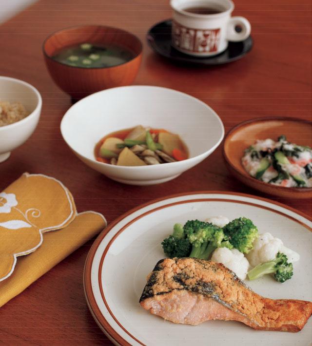 鱈魚子美乃滋烤鮭魚定食(483kcal 鹽分3.7g)