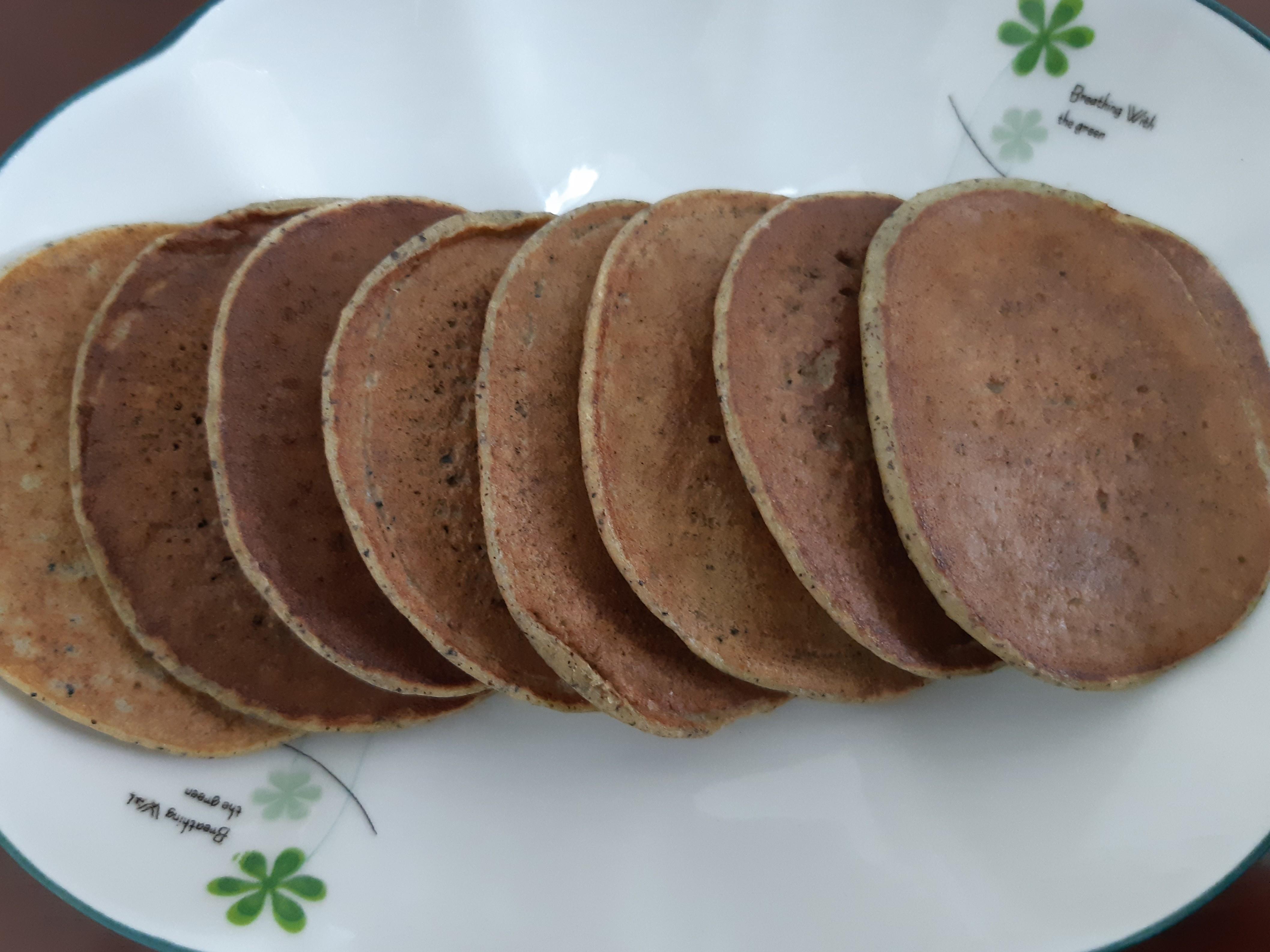 黑芝麻香蕉鬆餅(寶寶早餐/點心)