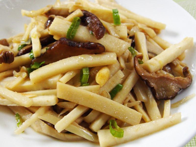【厚生廚房】麻油筍香炒菇