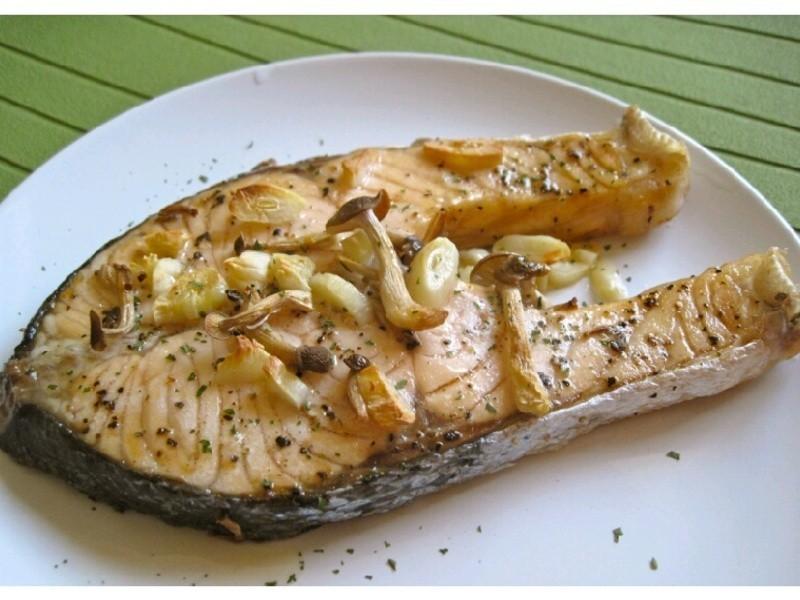 香蒜奶油烤鮭魚