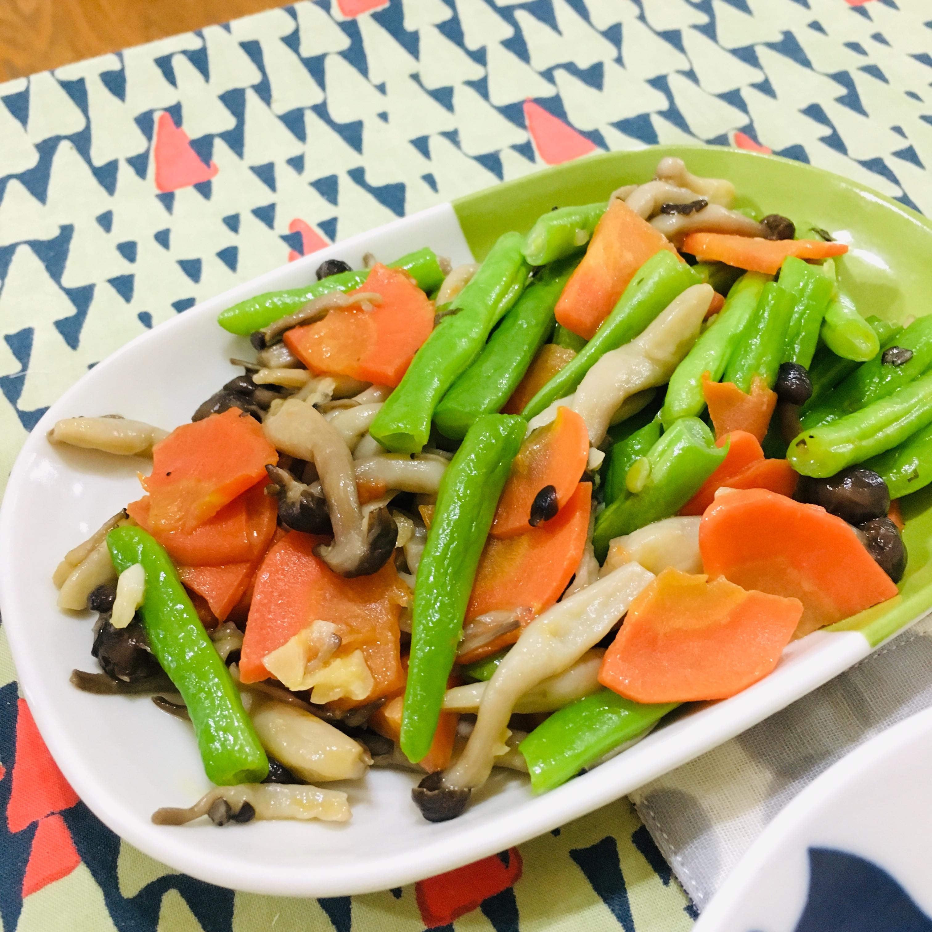 美味菇菇炒鮮蔬