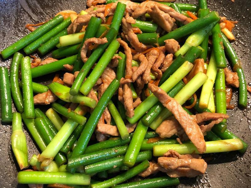 蒜苔炒豬肉絲