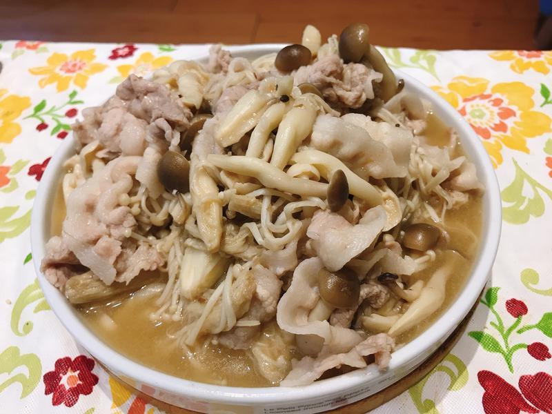 麻油炒菇菇肉片