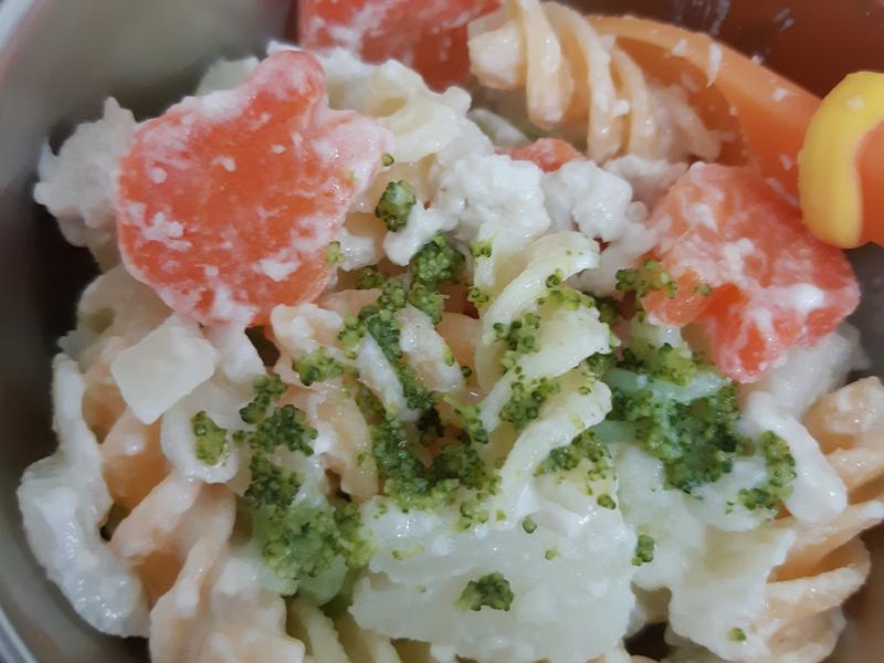 蒜香起司白醬蔬菜雞肉螺絲麵(一歲寶寶主食