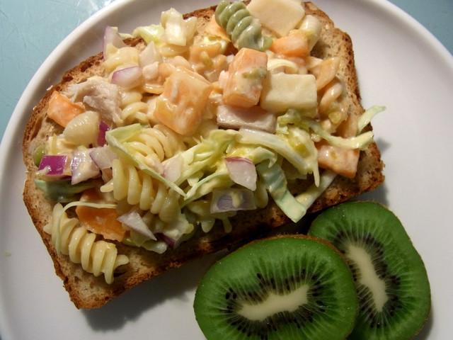 鮪魚蔬菜義大利麵沙拉