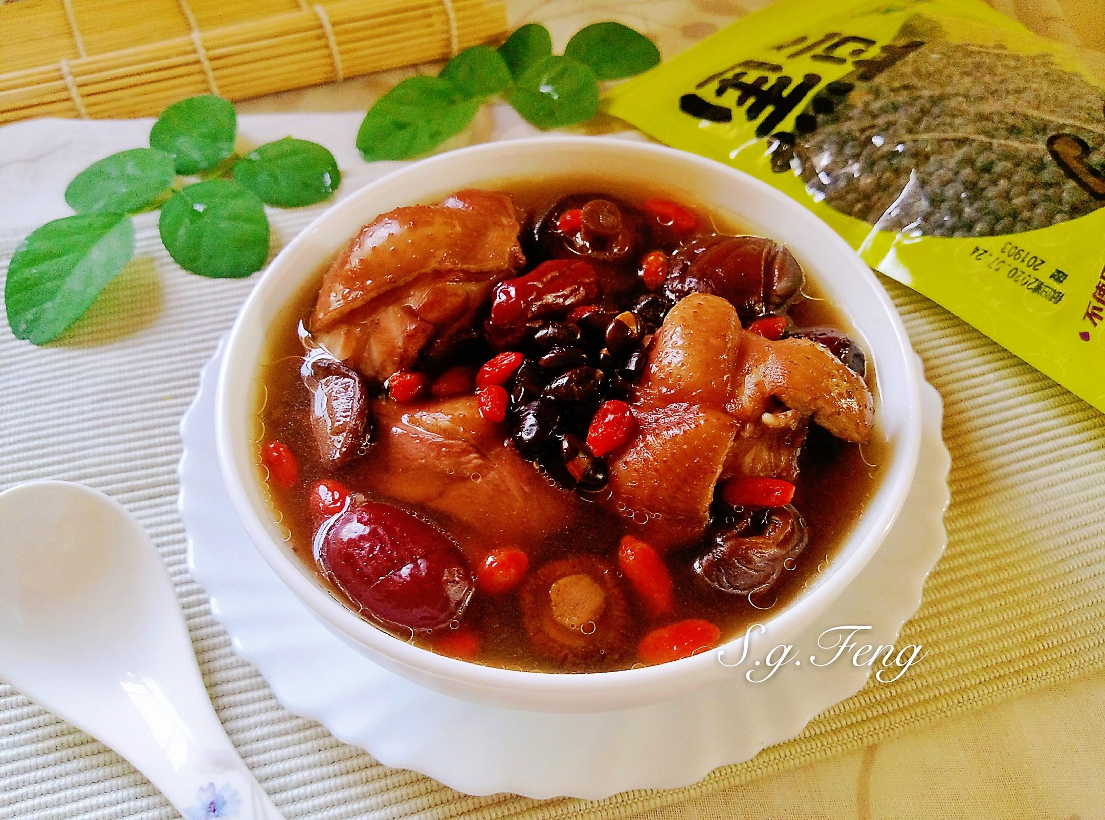 黑豆紅棗香菇雞湯