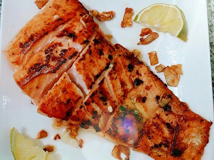 蒜香鮭魚菲力