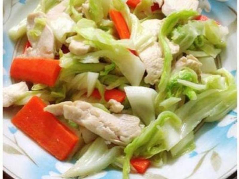 雞胸肉炒高麗菜