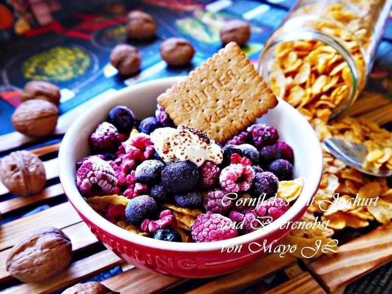 玉米片莓果甜點杯