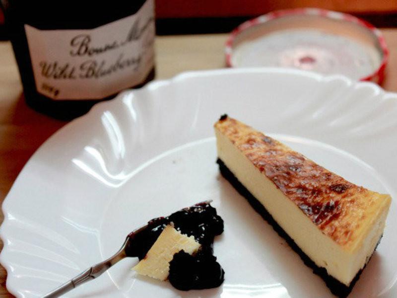 超簡單重乳酪蛋糕。一根攪拌棒就能完成