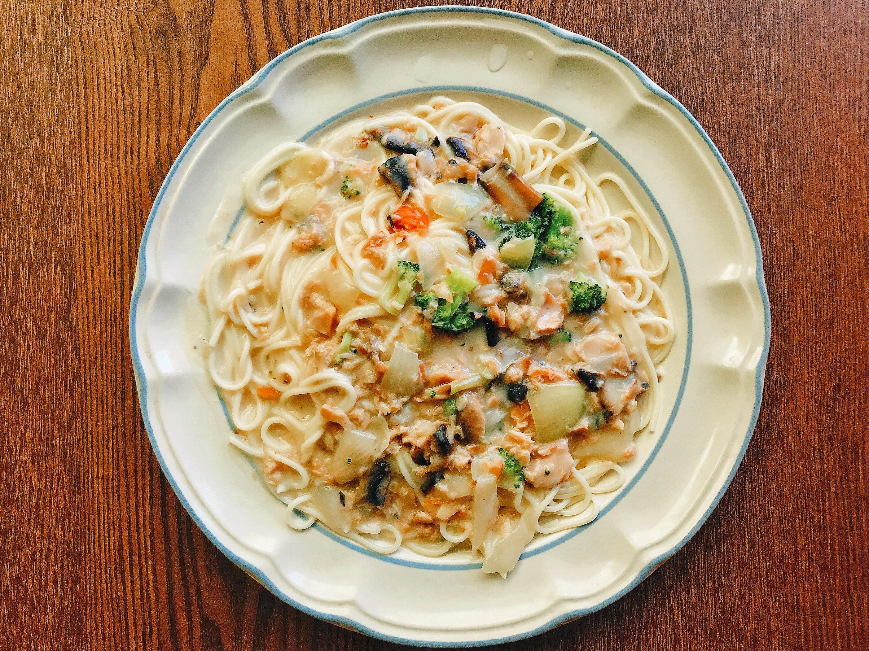 白醬蘑菇煙燻鮭魚義大利麵