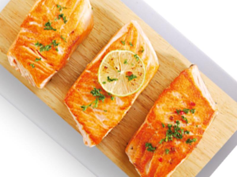 奶油蒜片煎鮭魚